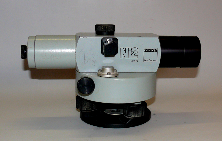 Levelling instrument NI 2 ( Opton). Magnification 32x, accuracy 0,7mm/km